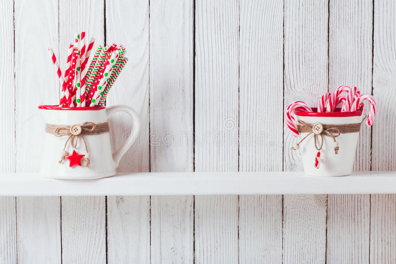 Weihnachtsküchenregal stockfotos