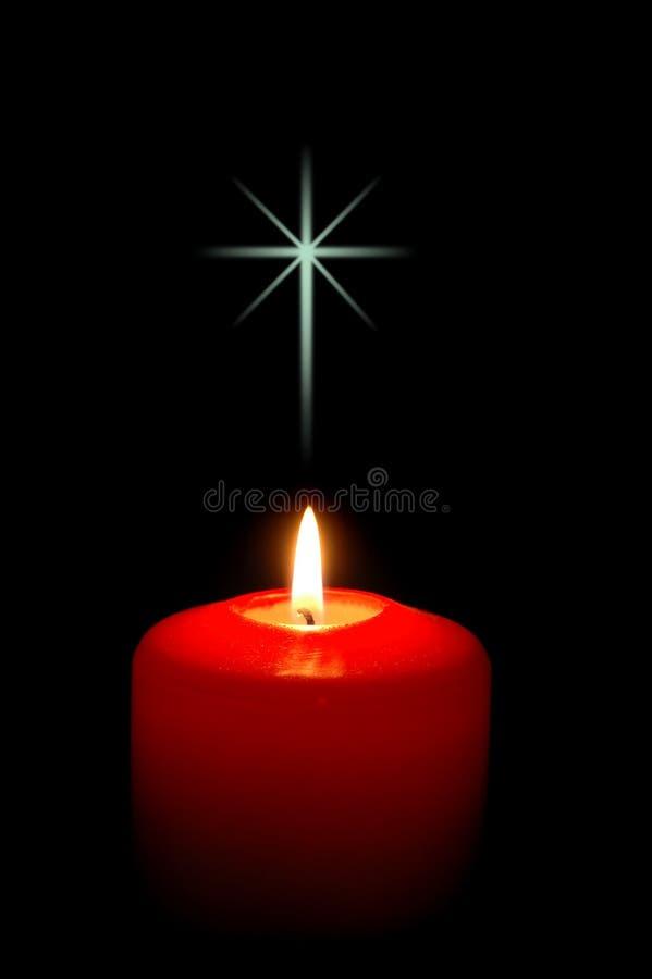 Weihnachtskerze mit Kreuz stockbilder