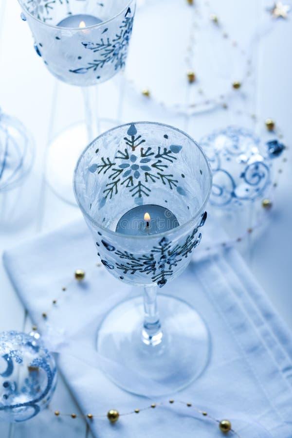 Download Weihnachtskerzen stockbild. Bild von dekoration, leuchte - 27726835