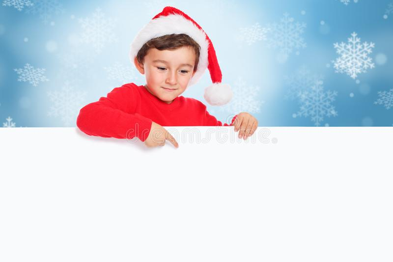 Weihnachtskinderkinderjunge Santa Claus, die Fahnen-Zeichen copyspace des Fingers leeres zeigt stockbild