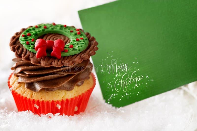 Weihnachtskleiner kuchen mit leerer Karte stockfotos