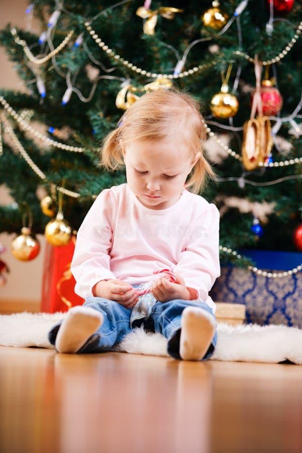 Weihnachtskleinkind-Mädchenportrait stockfotos