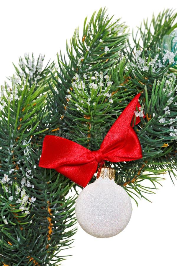 Download WeihnachtsKranz Mit Dekorationskugel Stockfoto - Bild von dekorativ, aufwendig: 27730180