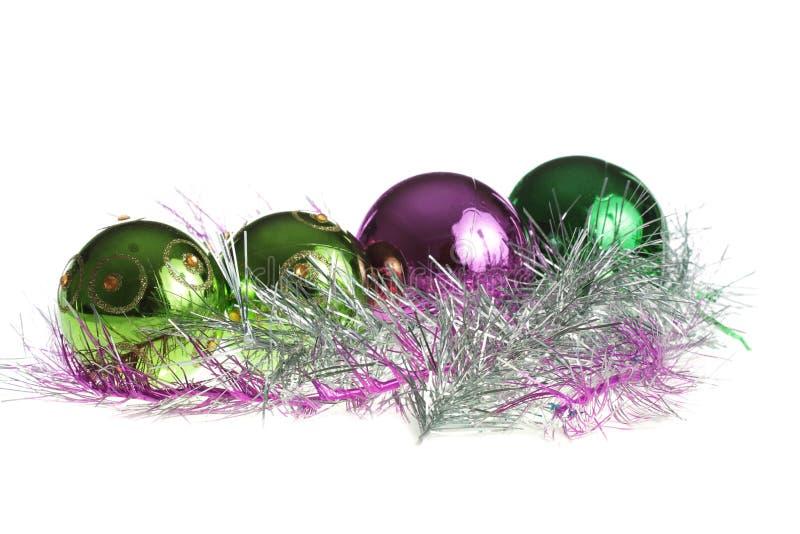 Weihnachtskugeln in einer Reihe stockfotografie