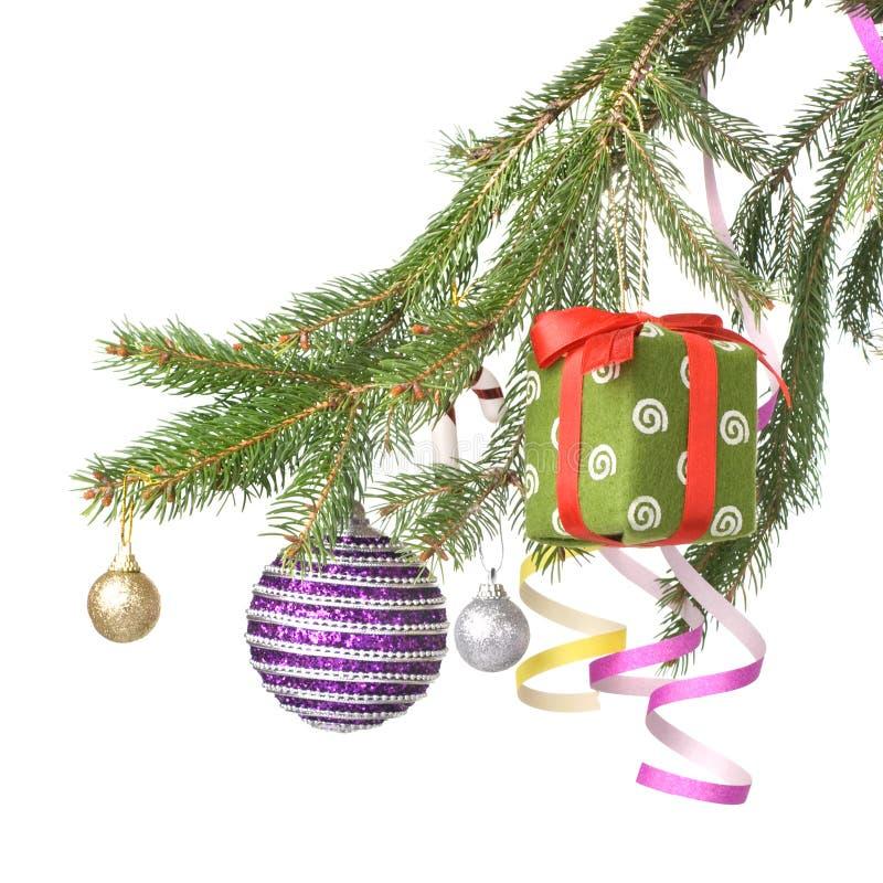Weihnachtskugeln, -geschenk und -dekoration stockbild