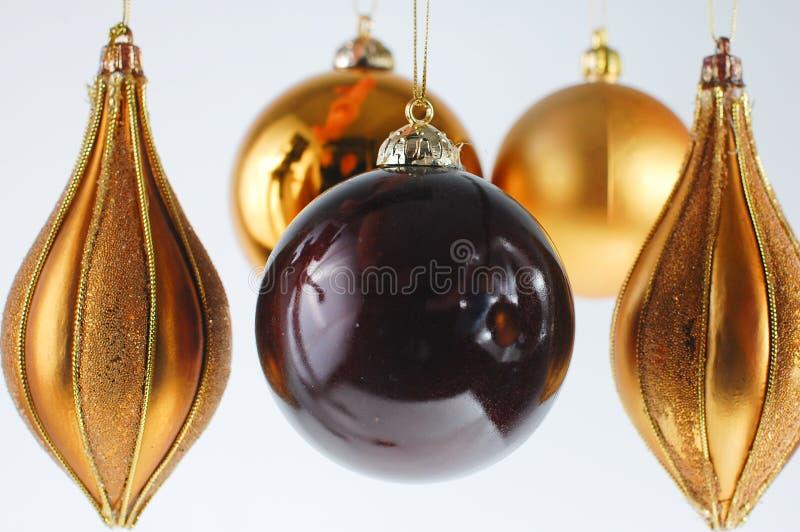 Weihnachtskugelverzierung auf weißem Hintergrund lizenzfreies stockbild