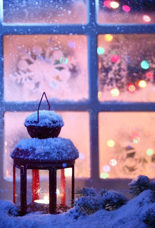Download Weihnachtslaterne stockbild. Bild von kerze, szene, glas - 27731917