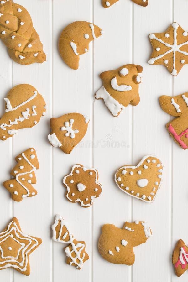 Weihnachtslebkuchen gemacht von den Kindern stockfotografie