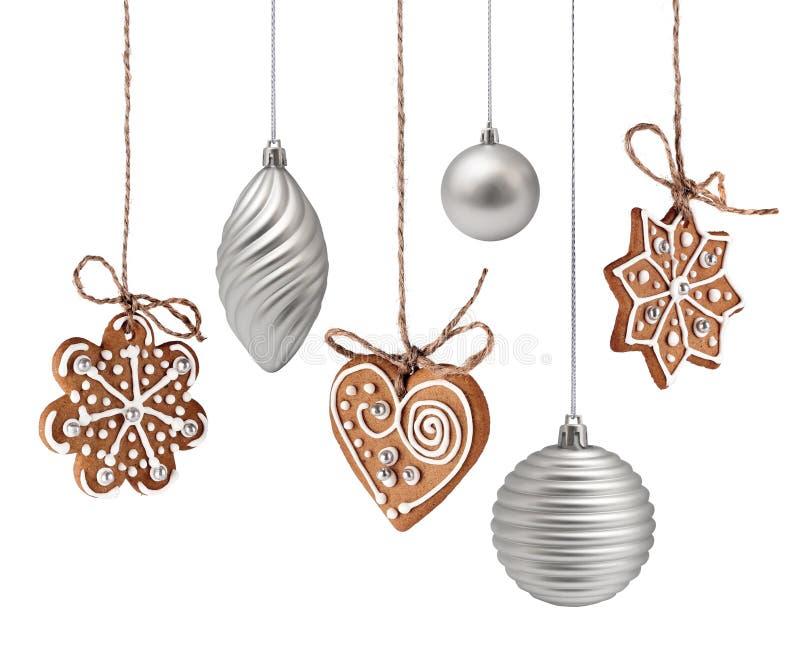 Weihnachtslebkuchen- und -dekorationshängen stockbild