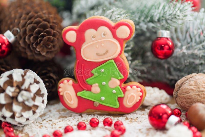 Weihnachtslebkuchenaffe stockfoto