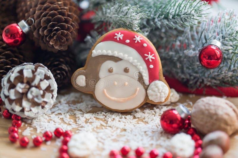 Weihnachtslebkuchenaffe stockfotos