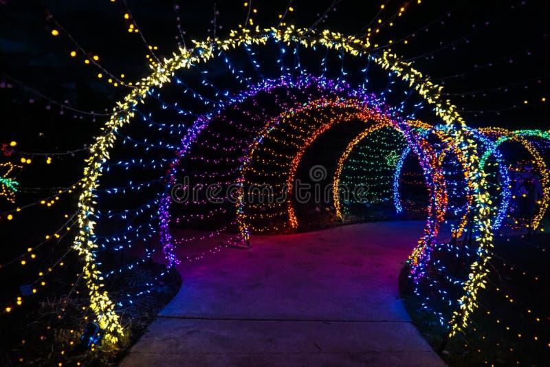 Weihnachtslichttunnel stockbilder