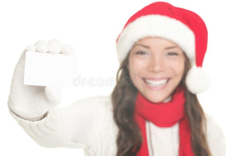 Weihnachtsmädchen, das Visitenkartezeichen zeigt lizenzfreies stockfoto