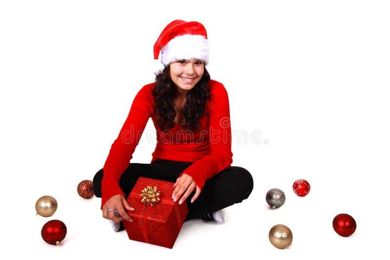Weihnachtsmädchen mit Hut und Weihnachtsfühlern lizenzfreie stockfotos