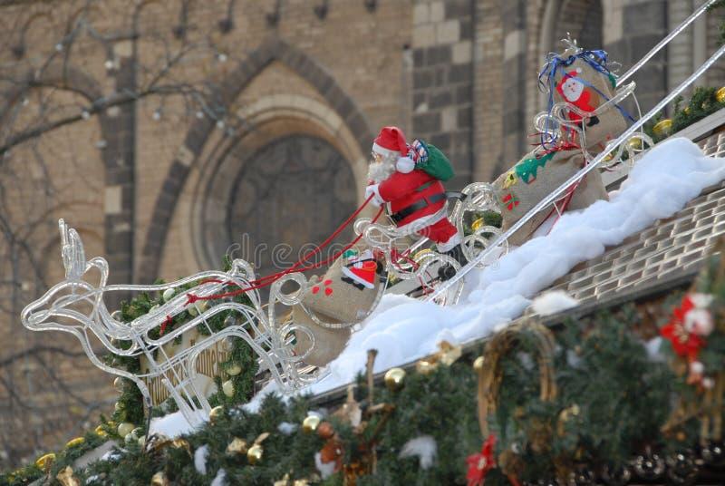 Weihnachtsmann auf dem Schlitten lizenzfreies stockbild