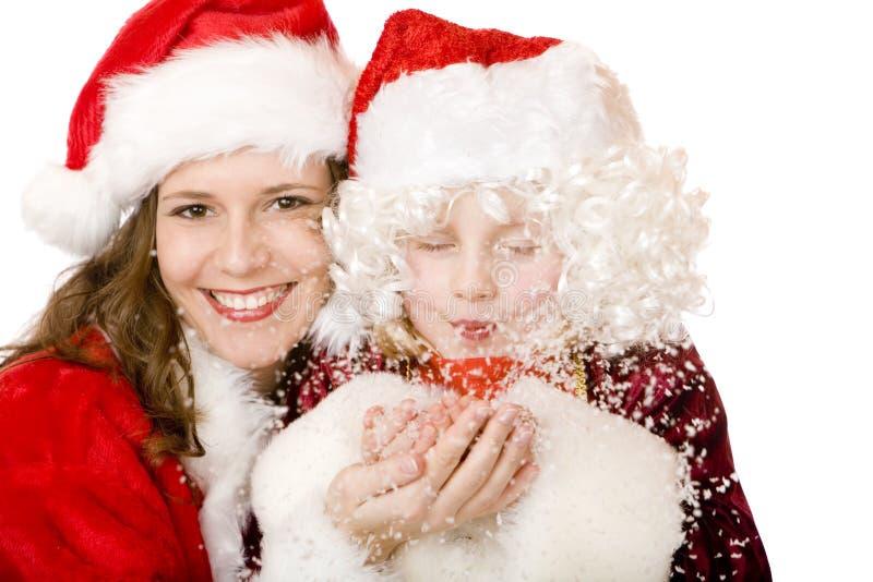 Weihnachtsmann-Frauen-und Kind durchbrennenweihnachtsschnee stockbild