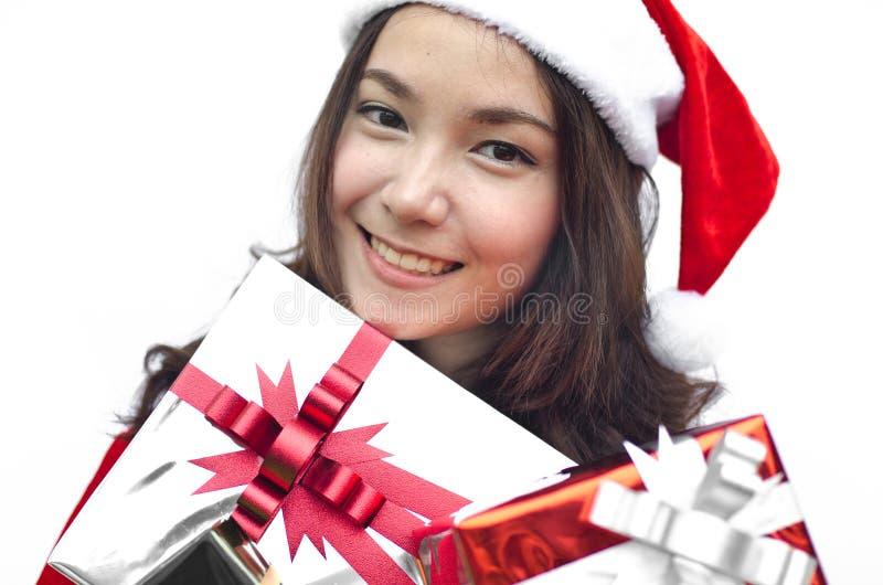 Weihnachtsmann-Hut mit Weihnachtsgeschenk lizenzfreies stockbild