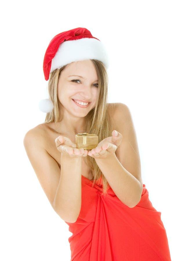 Weihnachtsmann-Mädchen mit Geschenkkasten in den Händen stockfoto