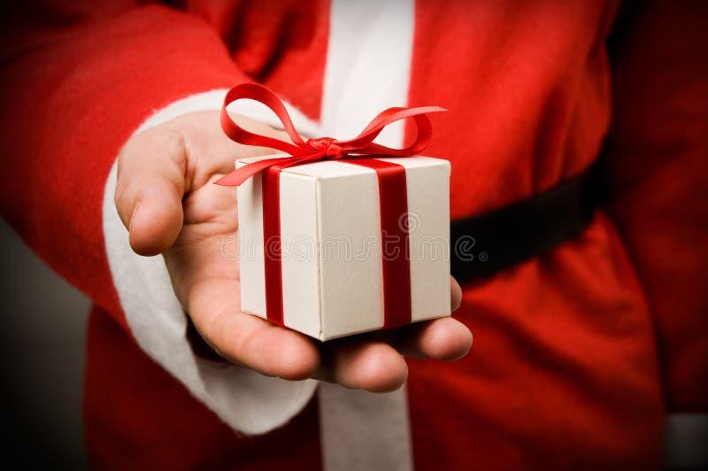 Weihnachtsmann mit Geschenk stockbilder