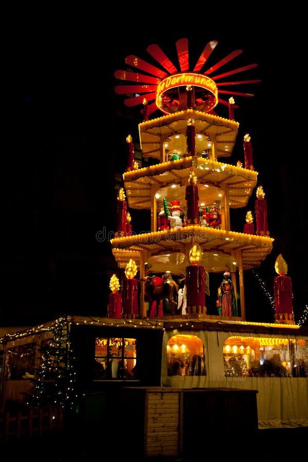 Weihnachtsmarkt in Dortmund, Deutschland, mit Pyramide stockfoto