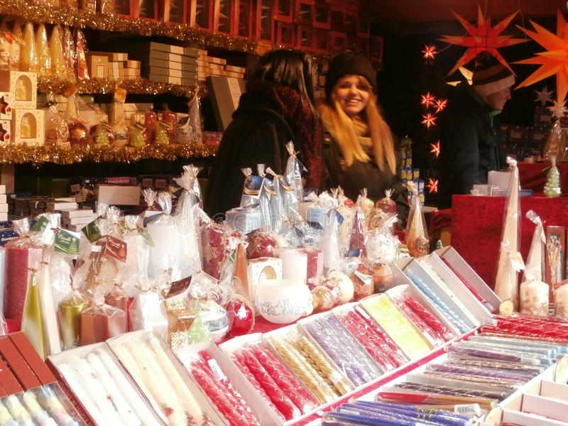Weihnachtsmarkt in Dresden auf Altmarkt-Quadrat, Deutschland, 2013 lizenzfreies stockbild