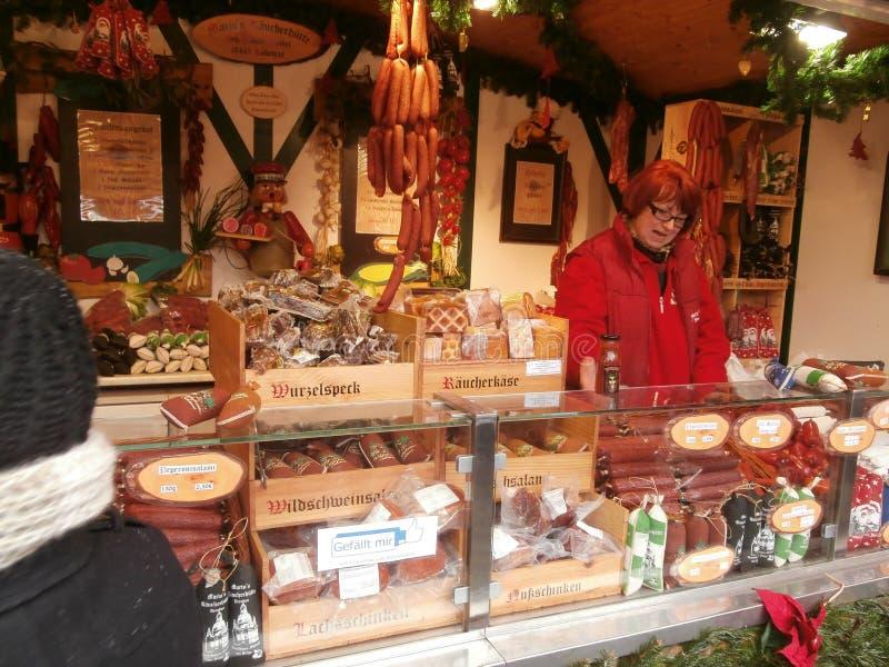 Weihnachtsmarkt in Dresden auf Altmarkt-Quadrat, Deutschland, 2013 stockfotos