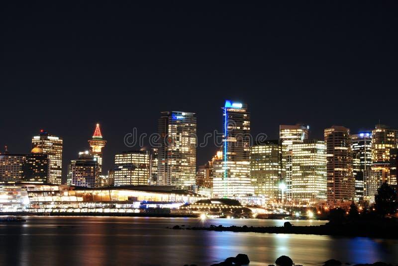 Weihnachtsnachtszene von im Stadtzentrum gelegenem Vancouver lizenzfreie stockfotografie