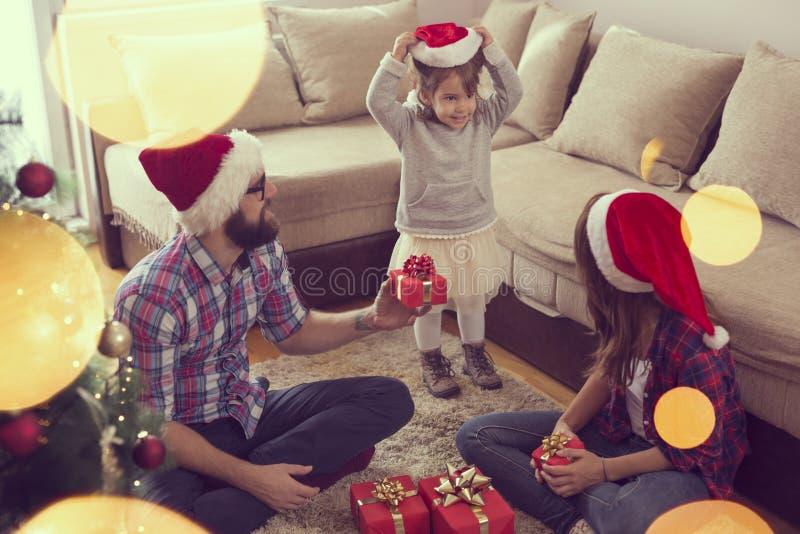 Weihnachtspakete - cadeau de Noël photos stock