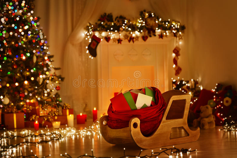 Weihnachtspferdeschlitten mit Tasche, Schlitten-Sack-volle Weihnachtsbuchstabe-Post stockbild