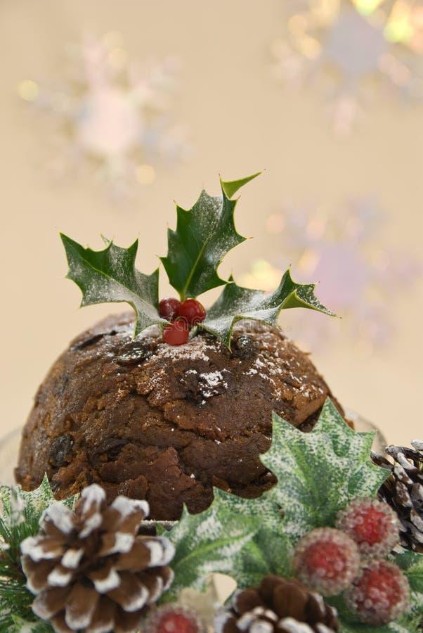 Weihnachtspudding in der Saisoneinstellung lizenzfreie stockfotografie