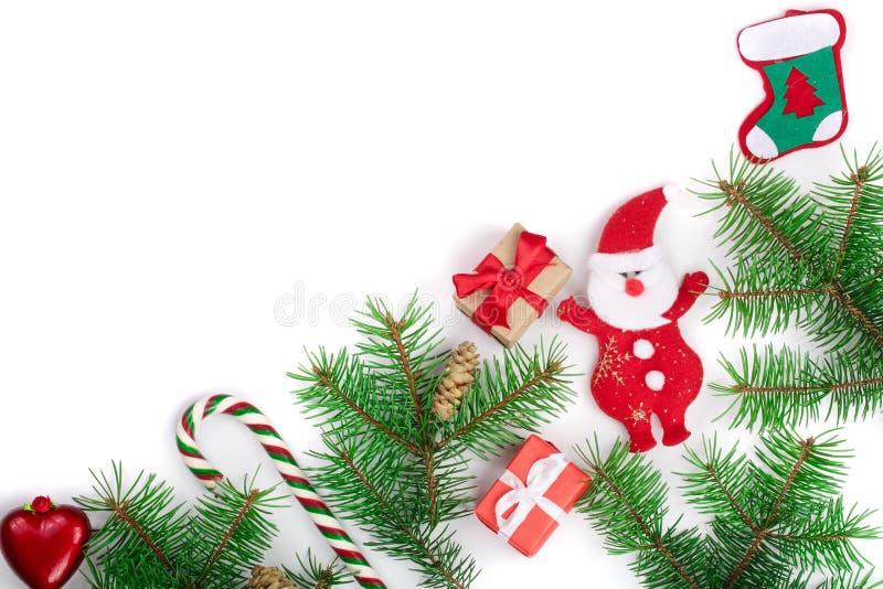Weihnachtsrahmen verziert lokalisiert auf weißem Hintergrund mit Kopienraum für Ihren Text stockfotografie