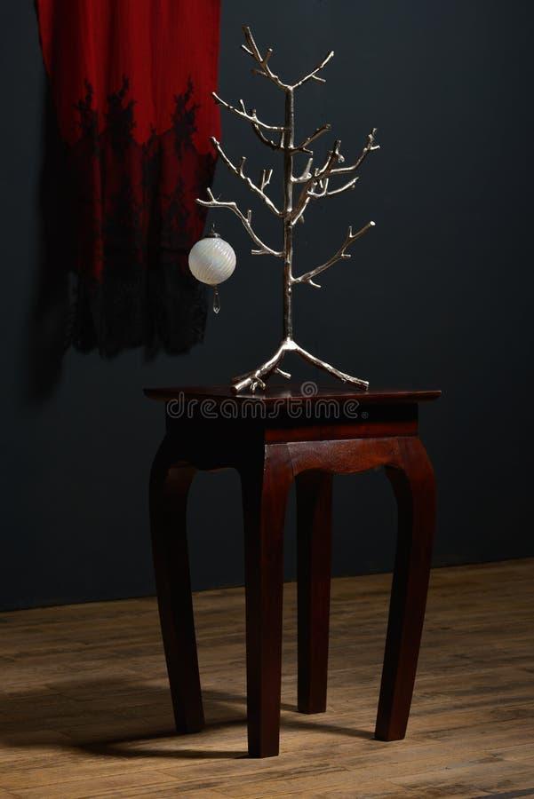 Weihnachtsromantische Dekoration mit schwarzem Braunem und rot zum Silber lizenzfreies stockfoto
