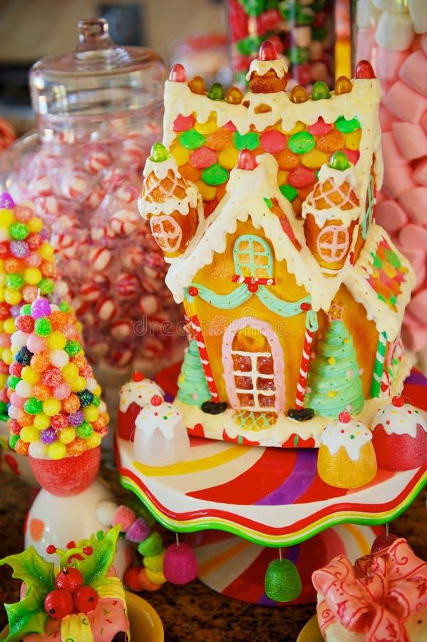 Download Weihnachtssüßigkeit-Lebkuchen-Haus Stockfoto - Bild von vertikal, süßigkeit: 26354802