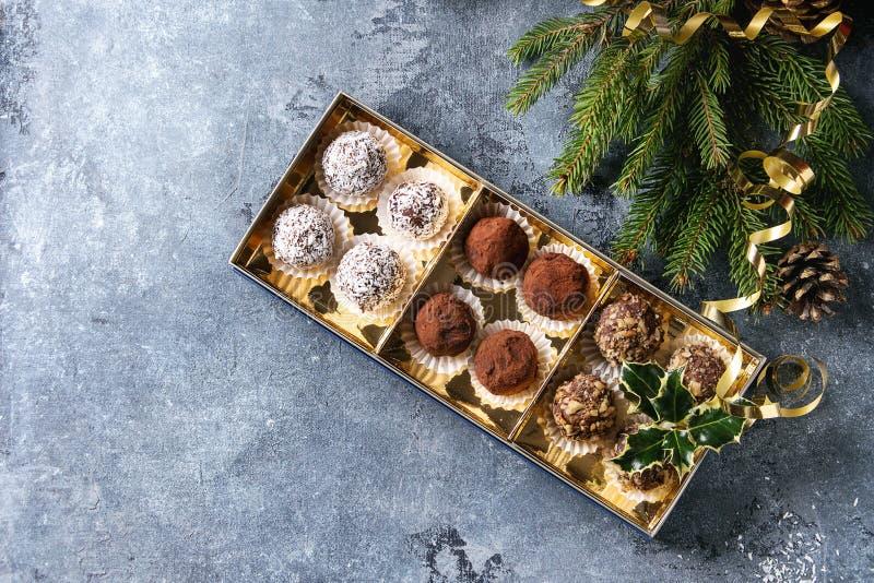 Weihnachtsschokoladen-Trüffeln lizenzfreies stockfoto
