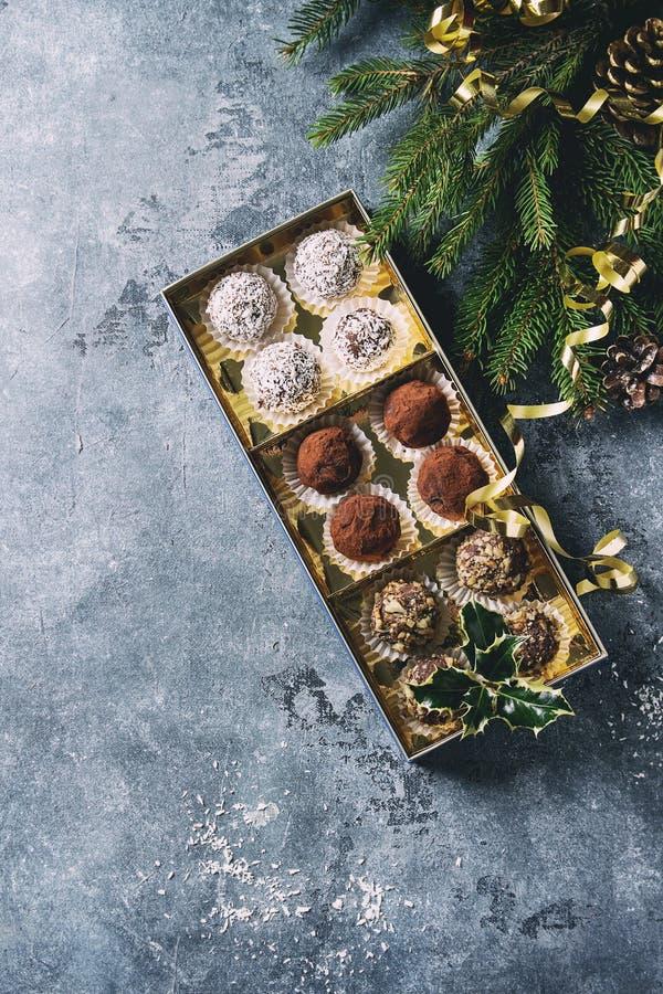 Weihnachtsschokoladen-Trüffeln stockbild