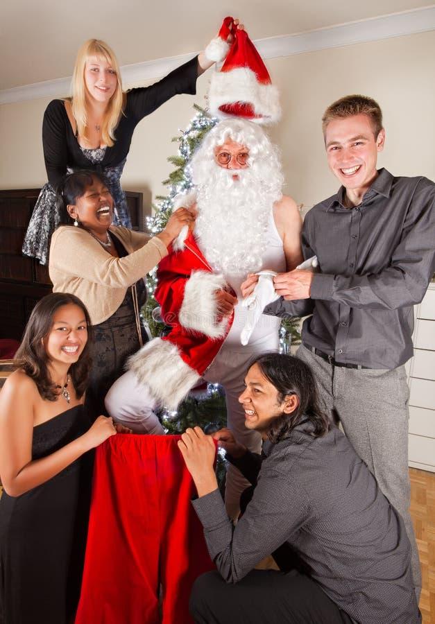 Weihnachtsspaß mit Sankt lizenzfreie stockfotos