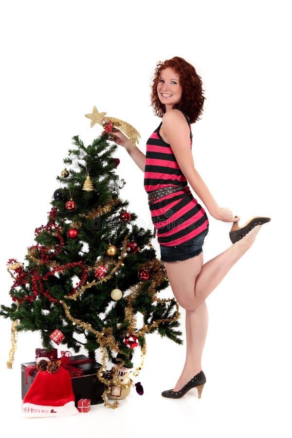 Weihnachtsstern. Attraktive junge Frau stockbild