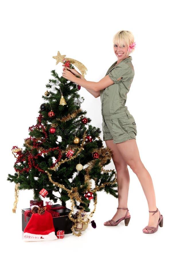 Weihnachtsstern. Attraktive junge Frau lizenzfreies stockfoto
