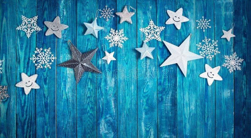 Weihnachtssterne auf hölzernen Planken stockbilder