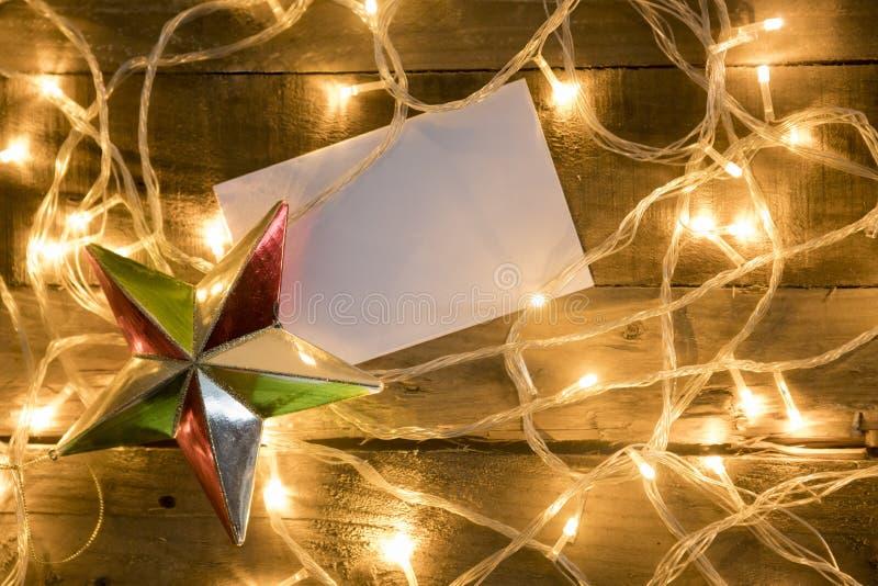 Weihnachtssternverzierung mit Lichtern des leeren Papiers und des Weihnachten lizenzfreie stockfotografie