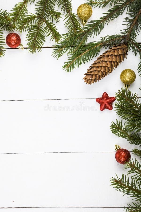 Weihnachtsstillleben auf einem Holztisch stockfoto