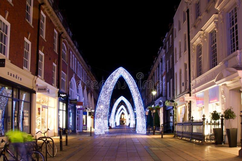 Weihnachtsstraßen-Dekorationen, London stockbild