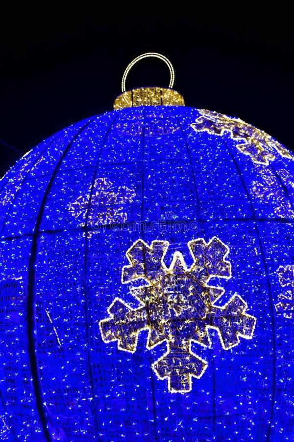 Weihnachtsstraßenlaterne, Blaue und Gelbe LED Großer Flitter stockfotografie
