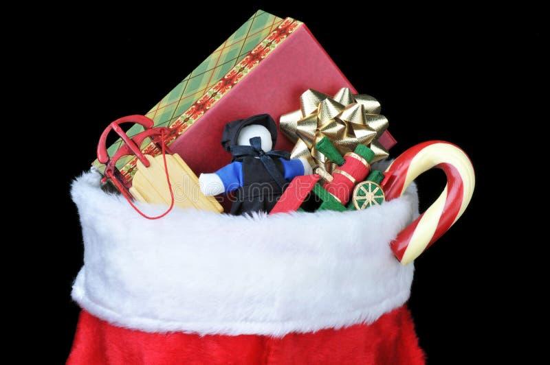 Weihnachtsstrumpf mit Spielwaren lizenzfreie stockfotos