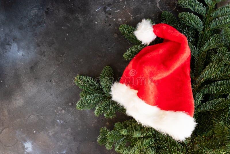 Weihnachtsszene mit Snata-Hut stockfoto