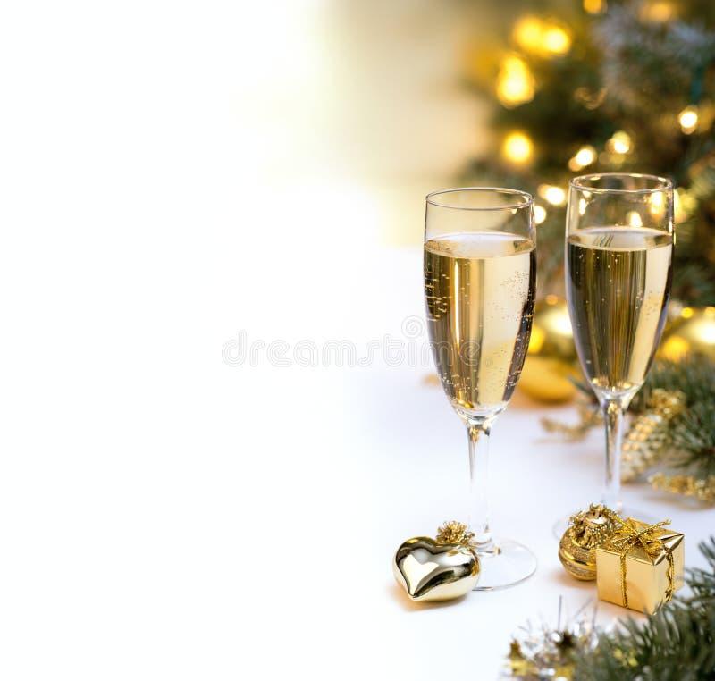 Weihnachtstabelle stellte mit Champagnergläsern für Postkarten ein stockfotografie
