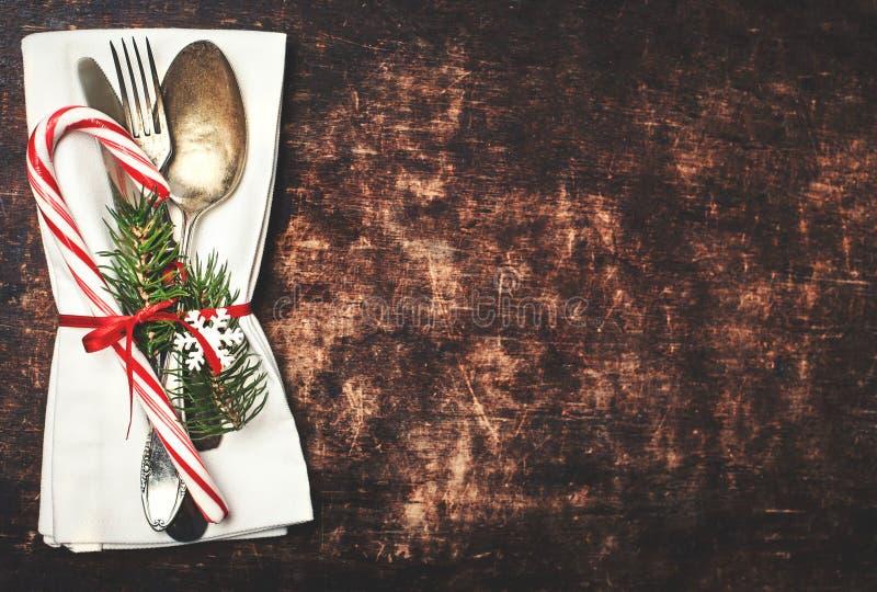 Weihnachtstabellengedeck mit Weihnachtsbaumasten, spoo lizenzfreies stockbild