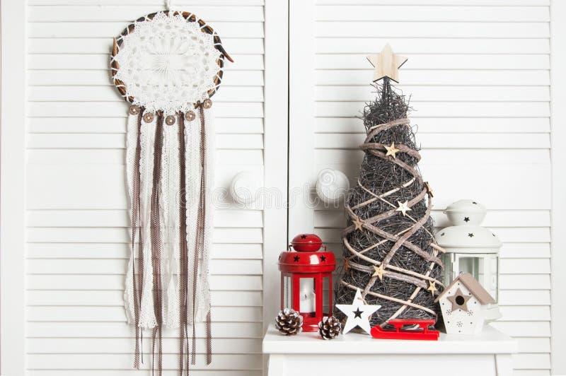 Weihnachtstraumfänger auf Türhintergrund lizenzfreie stockfotografie