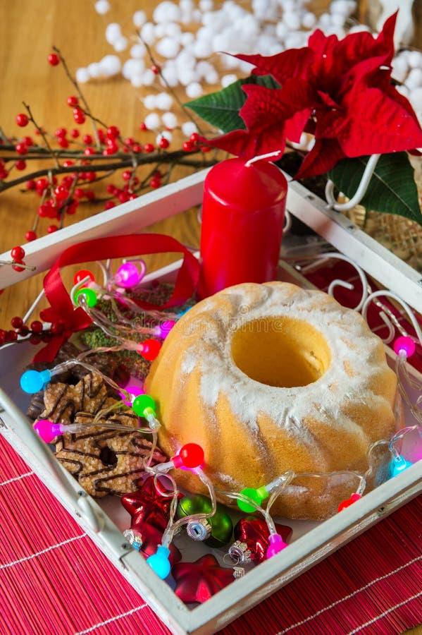 WeihnachtsTurban am Tisch stockbilder