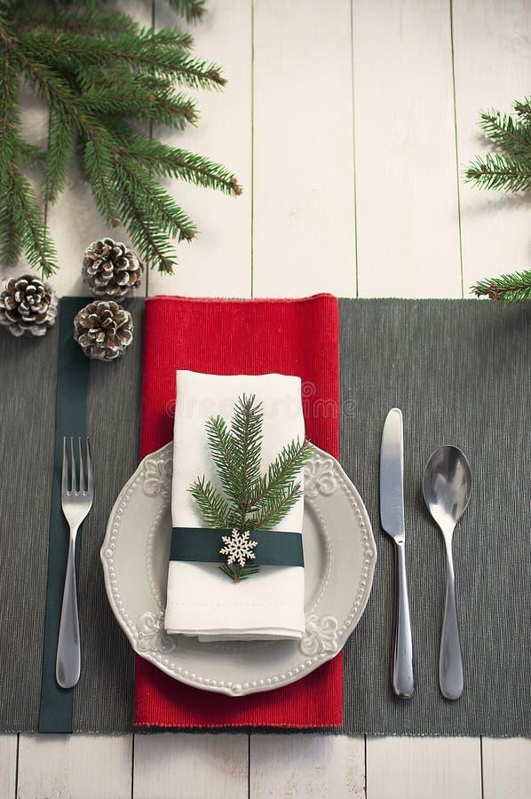 Weihnachtsumhüllungstabelle Draufsicht des traditionellen festlichen Dekorationshintergrundes Dekorative Elemente der schönen Pla stockfoto